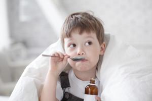 Walka z kaszlem potrwa krótko, jeśli podamy dziecku leki