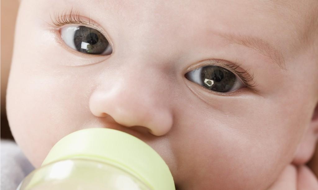 Mleko dla niemowląt zawiera takie same składniki, jak mleko mamy