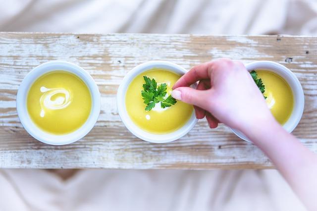 Jesienne menu powinno być bogate w rozgrzewające zupy