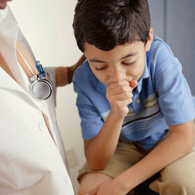 źródło: http://img2.timeinc.net/health/images/gallery/condition-centers/cough-kid-doctor-400x400.jpg