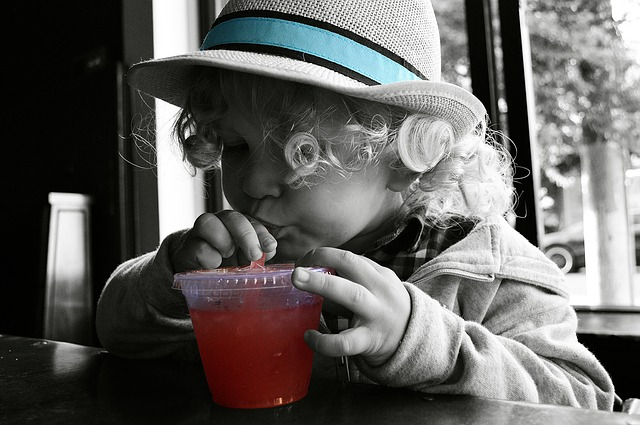 Dziecku warto podawać zdrowe soki