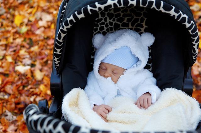 Dziecko powinno spędzać na zewnątrz 1h dziennie. Niezależnie od pogody