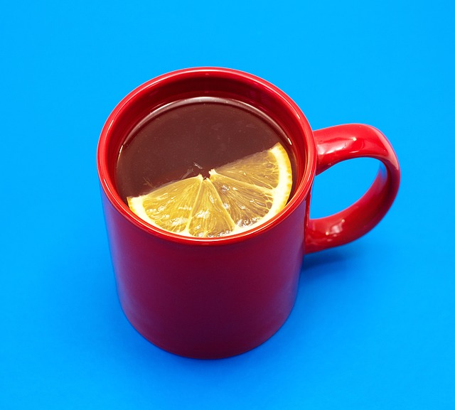 Herbata z cytryną rozgrzewa i zwiększa odporność jak groprinosin syrop