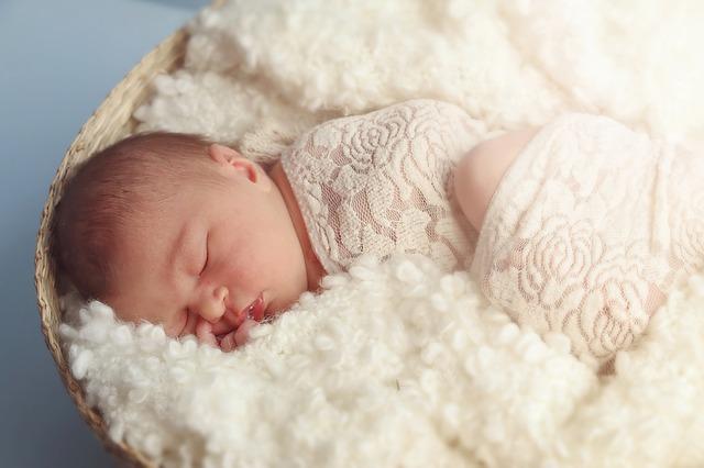 Obserwujmy dziecko przez pierwsze miesiące po narodzinach, by wykluczyć zaburzenia neurologiczne